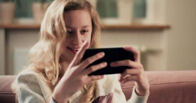 Cara Ampuh Atasi Kecanduan Bermain HP & Smartphone