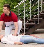 Cara memberi pertolongan pada orang pingsan